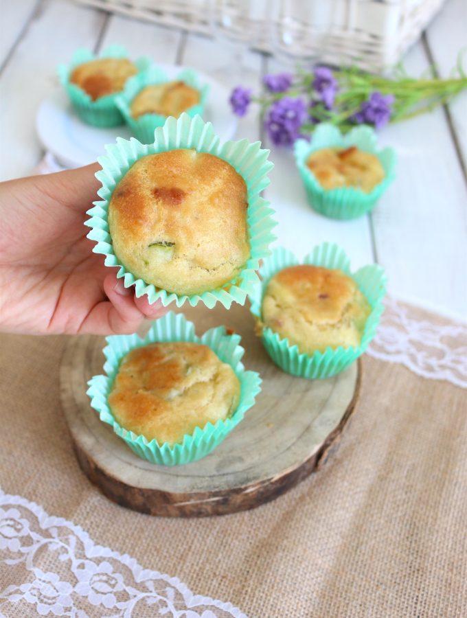 Muffin salati con zucchine e speck